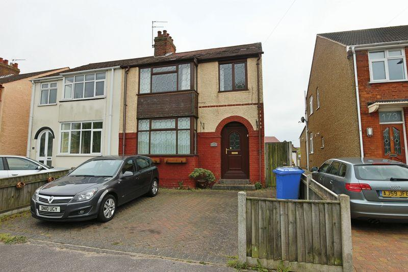 3 Bedrooms Semi Detached House for sale in Oulton Road, Lowestoft