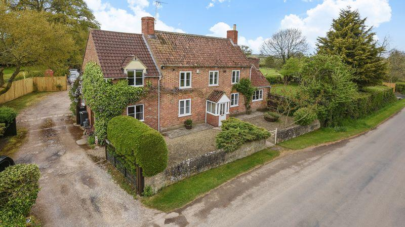 5 Bedrooms Country House Character Property for sale in Lower Wick, Dursley, GL11 6DD