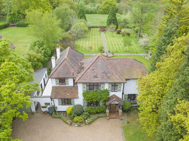 4 Bedrooms Detached House for sale in FETCHAM NEAR COBHAM