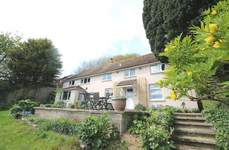 3 Bedrooms Detached House for sale in Old Hawkinge, FOLKESTONE