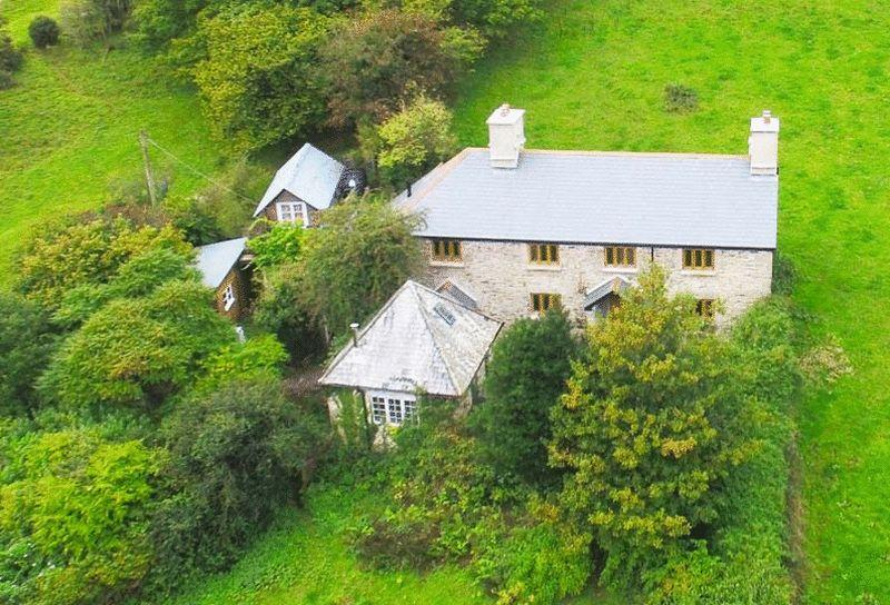 4 Bedrooms Detached House for sale in Higher Dunstone, Widecombe