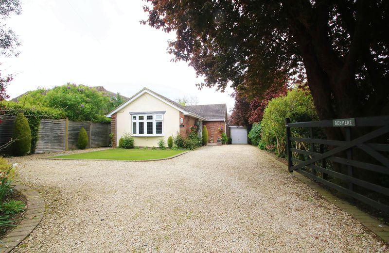 3 Bedrooms Bungalow for sale in New Road, Dinton