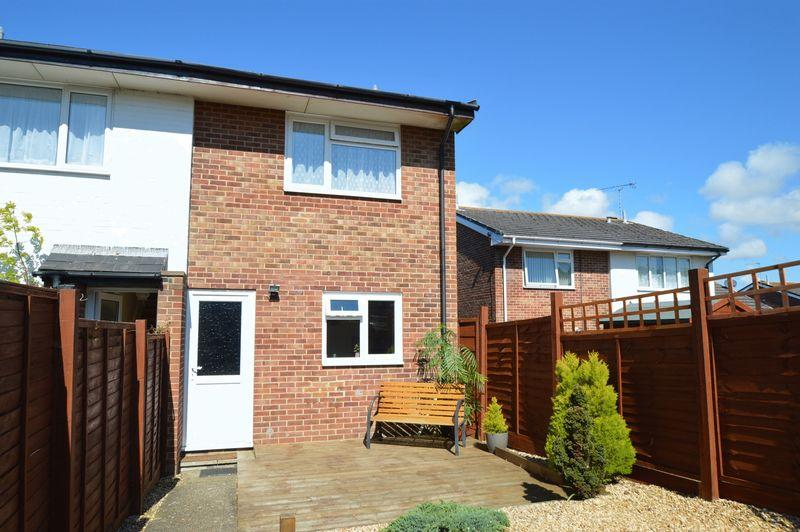 2 Bedrooms Semi Detached House for sale in LAKE
