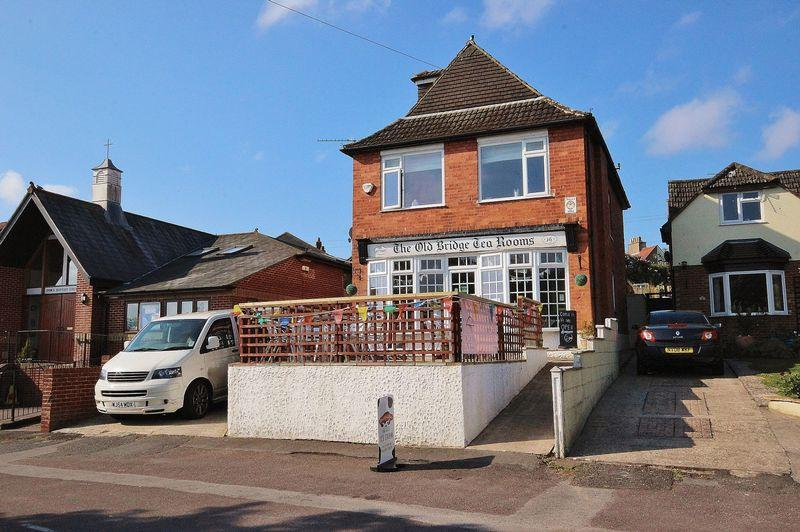 4 Bedrooms Detached House for sale in Old Bridge Road, Iford, Bournemouth