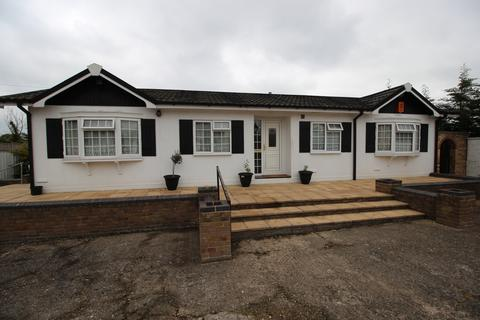 2 bedroom detached bungalow to rent - Jamesmead, Long Green, Nazeing EN9