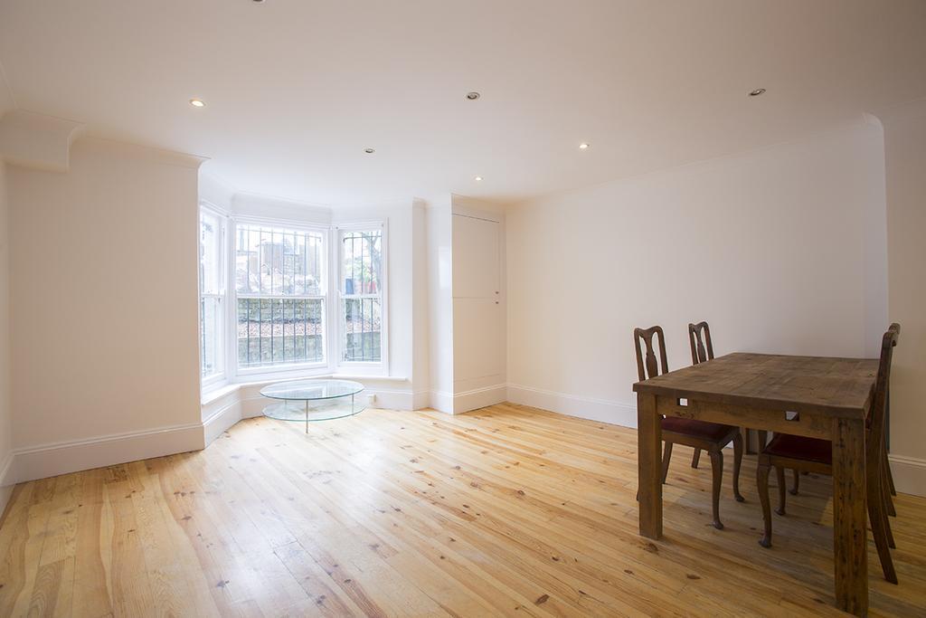 2 Bedrooms Flat for sale in Graham Road, Hackney, London E8