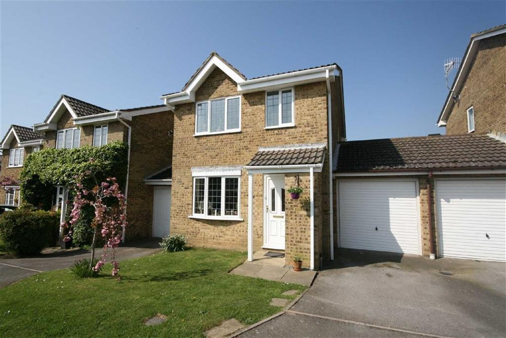 3 Bedrooms Detached House for sale in Chatsworth Avenue, Telscombe Cliffs, Peacehaven