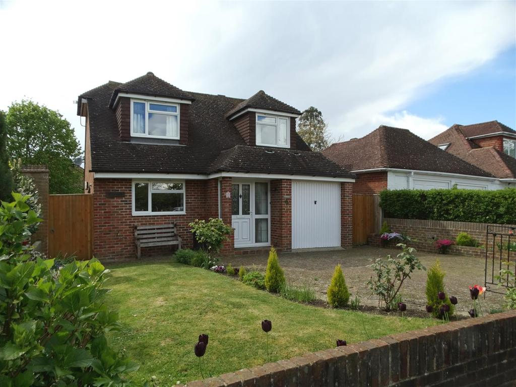 3 Bedrooms Bungalow for sale in Upper St. Johns Road, Burgess Hill