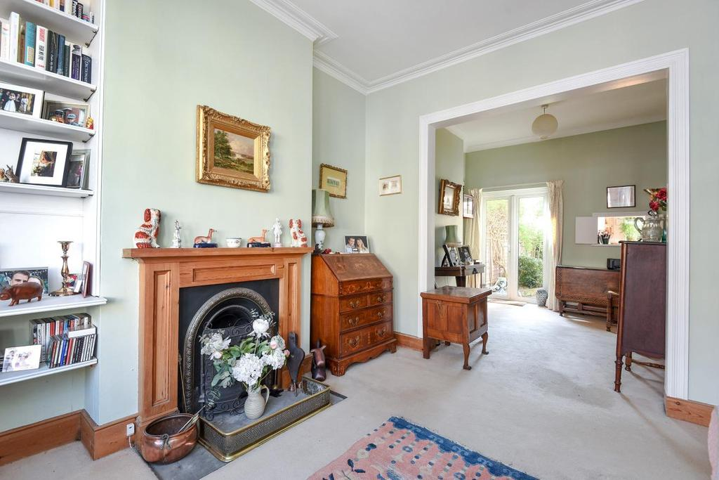 3 Bedrooms Terraced House for sale in Camborne Road, Southfields, SW18