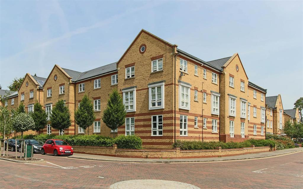 2 Bedrooms Flat for sale in Chapman Way, Haywards Heath