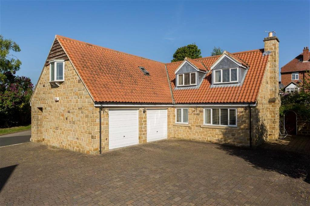 4 Bedrooms Detached House for sale in Bluecoat Court, Collingham, LS22