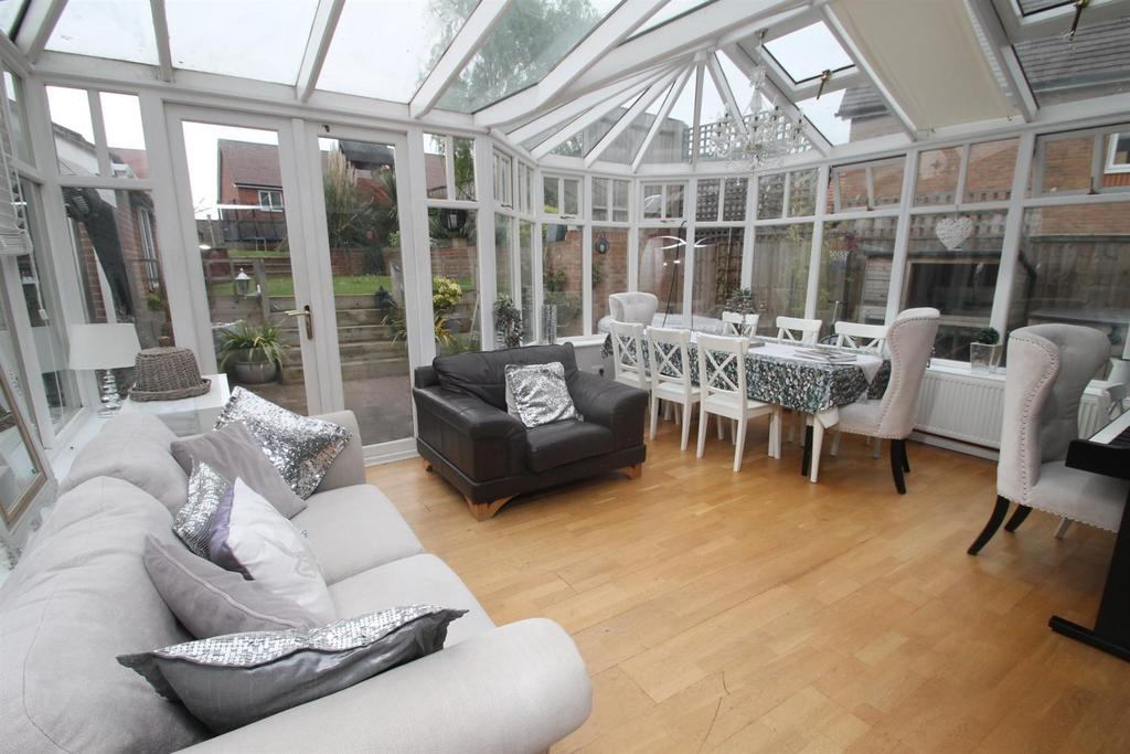 4 Bedrooms Detached House for sale in New Hythe Lane, Larkfield, Aylesford