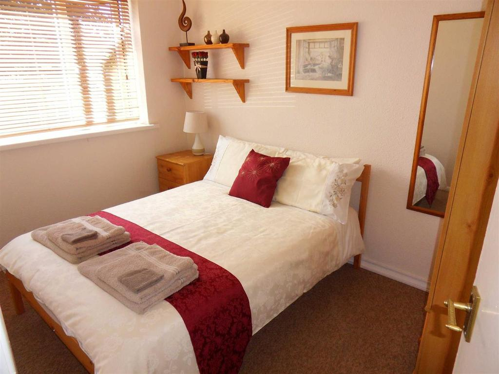2 Bedrooms Bungalow for sale in Gurnard Pines, Cowes