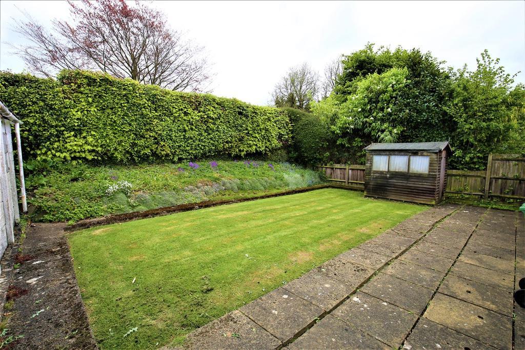 2 Bedrooms Bungalow for sale in Broadoak Avenue, Maidstone