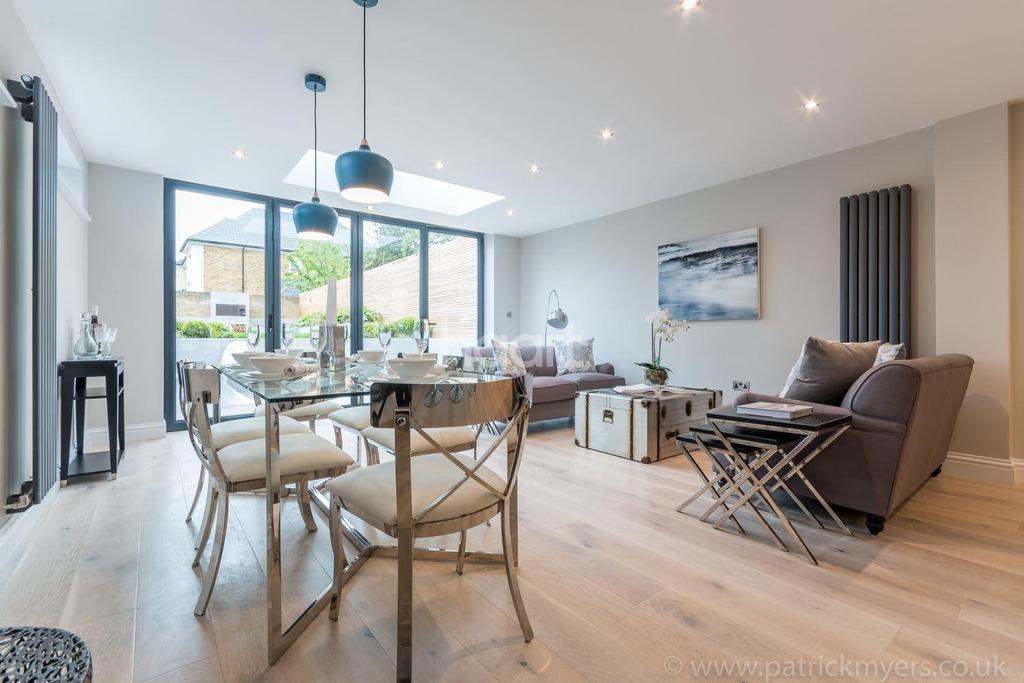 2 Bedrooms Flat for sale in Friern Road, East Dulwich, London, SE22
