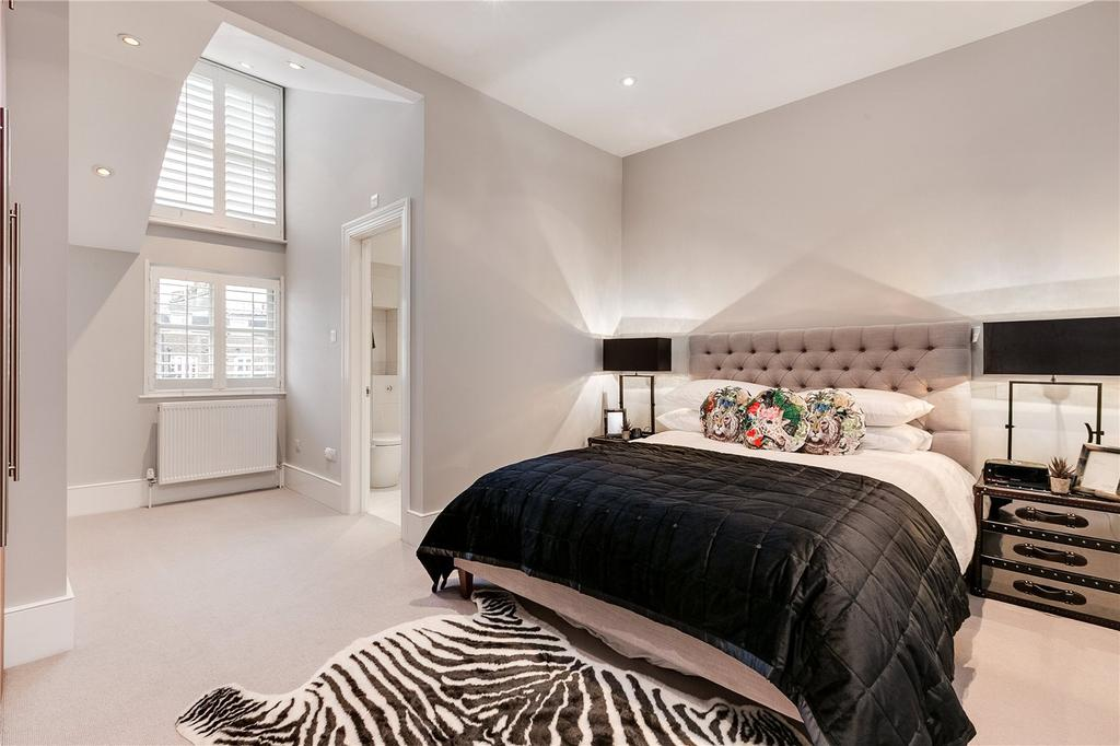 3 Bedrooms Flat for sale in Roland Gardens, South Kensington, London