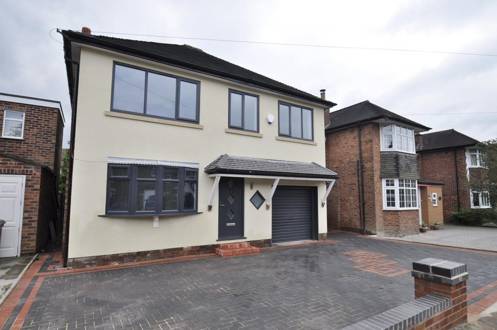 4 Bedrooms Detached House for sale in South Parade, Bramhall,