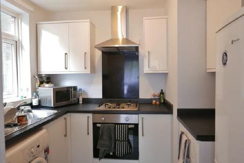 2 bedroom flat to rent - HULSE RD - BANISTER PARK - UNFURN