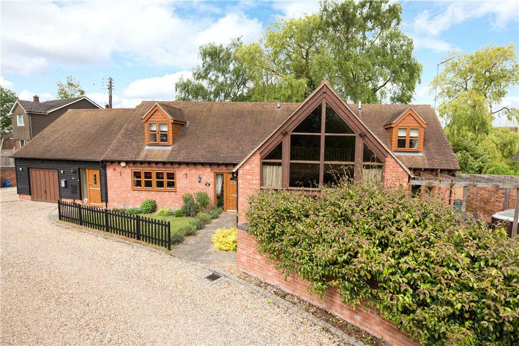 4 Bedrooms Barn Conversion Character Property for sale in Brook Farm Close, Twyford, Buckinghamshire