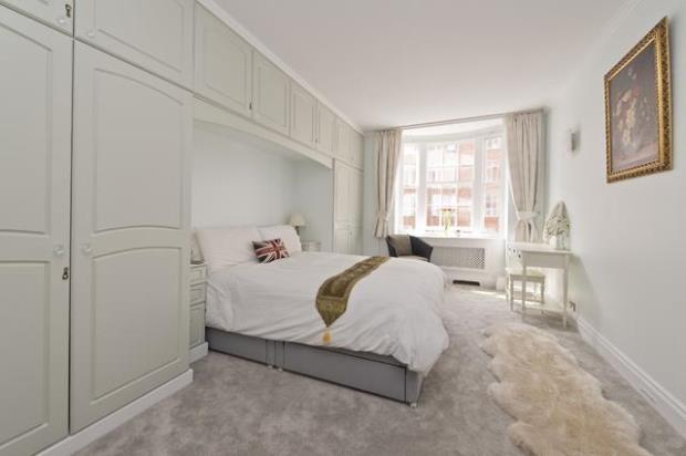 2 Bedrooms Flat for sale in Queensway, Bayswater, London, W2