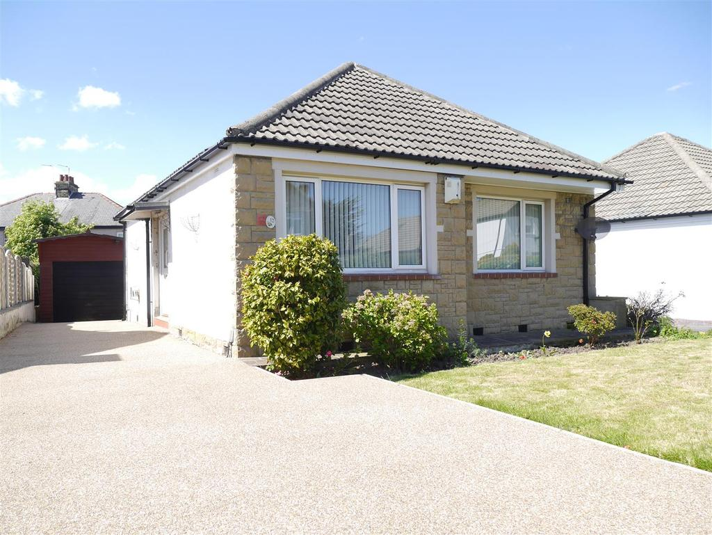 2 Bedrooms Detached Bungalow for sale in Willow Crescent, Wrose, Bradford, BD2 1LR
