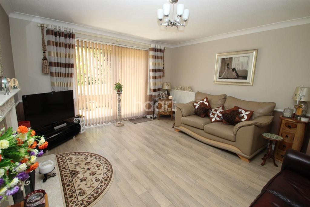 2 Bedrooms Bungalow for sale in Highgrove Crescent, Aylestone, Leicester