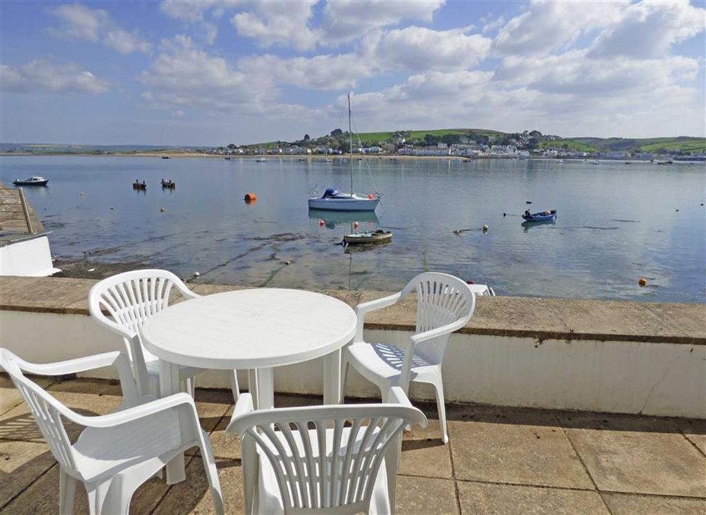 2 Bedrooms Apartment Flat for sale in New Quay, Appledore, Devon, EX39
