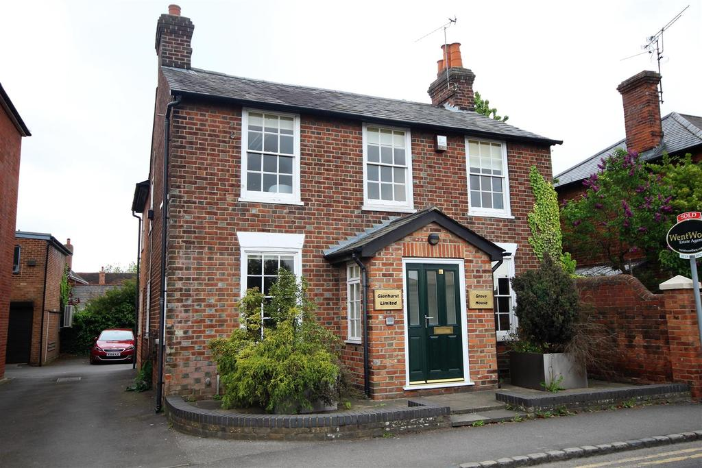 4 Bedrooms Detached House for sale in Wargrave Road, Twyford, Reading