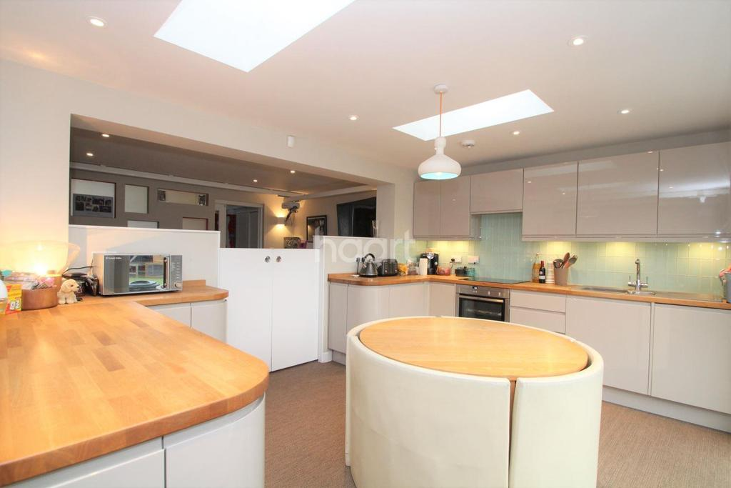 4 Bedrooms Semi Detached House for sale in Beeleigh East, Basildon