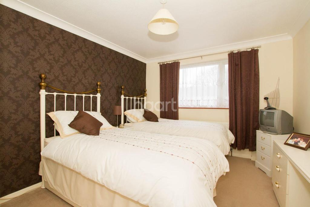 3 Bedrooms Terraced House for sale in Elm Park Close