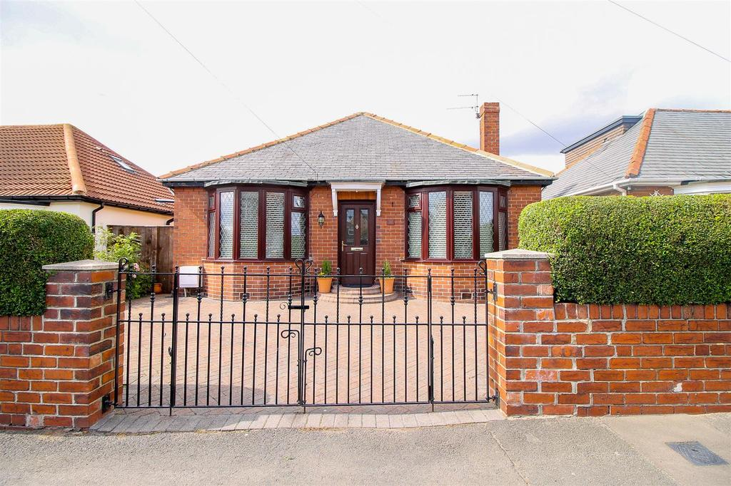 3 Bedrooms Detached Bungalow for sale in Southend Road, Gateshead