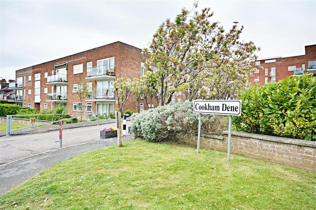 2 Bedrooms Flat for sale in Cookham Dene Buckhurst Road, Bexhill-On-Sea