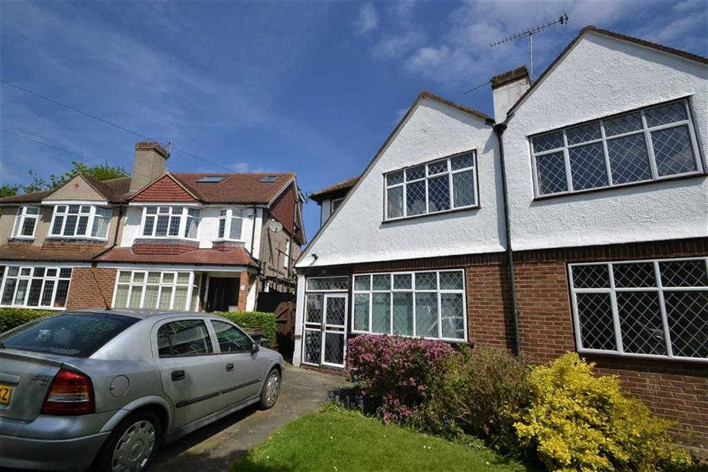 3 Bedrooms Semi Detached House for sale in Rosecroft Close, Orpington