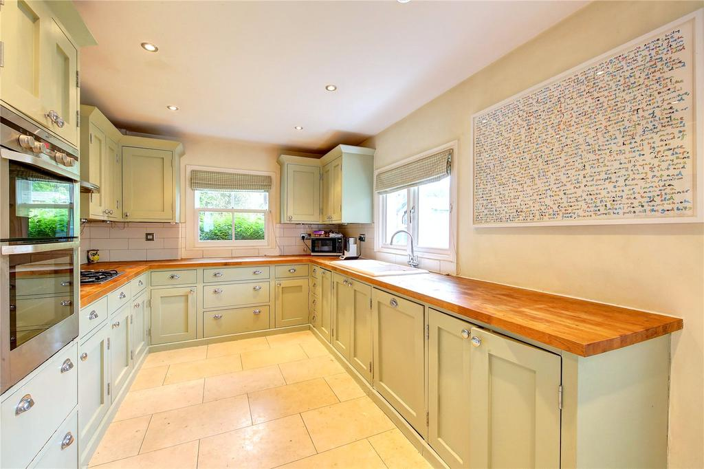 4 Bedrooms Semi Detached House for sale in Victoria Road, Teddington, TW11