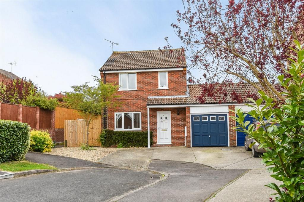 3 Bedrooms Detached House for sale in Ascot Close, ALTON, Hampshire