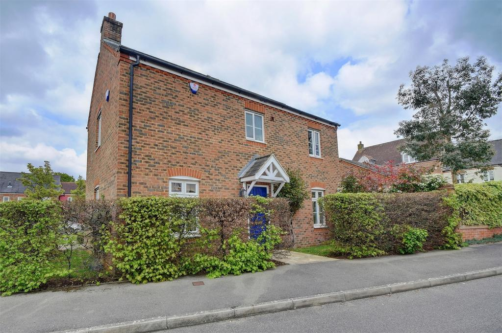 3 Bedrooms End Of Terrace House for sale in Collingwood Way, PETERSFIELD, Hampshire