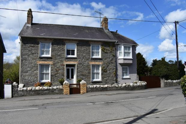 3 Bedrooms Detached House for sale in Drefach, Llandysul, Carmarthenshire