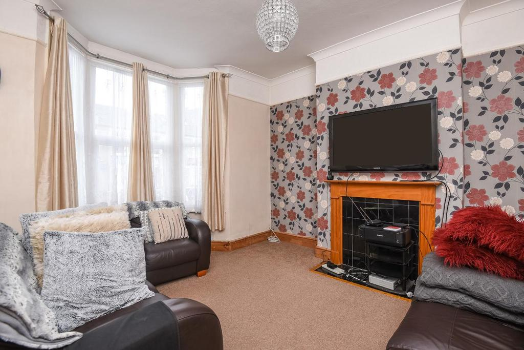 3 Bedrooms Terraced House for sale in Farley Road, Catford