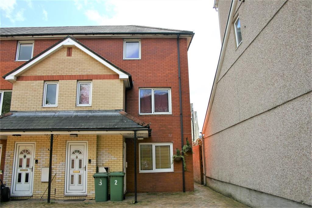 2 Bedrooms Maisonette Flat for sale in 3 Gelliwastad Court, Library Road, Pontypridd