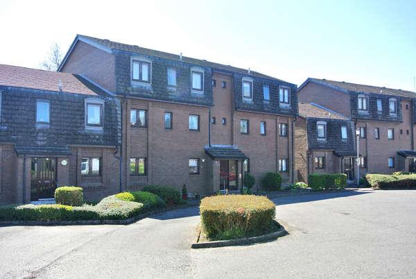2 Bedrooms Flat for sale in 10 Park View, Strathaven, ML10 6NW