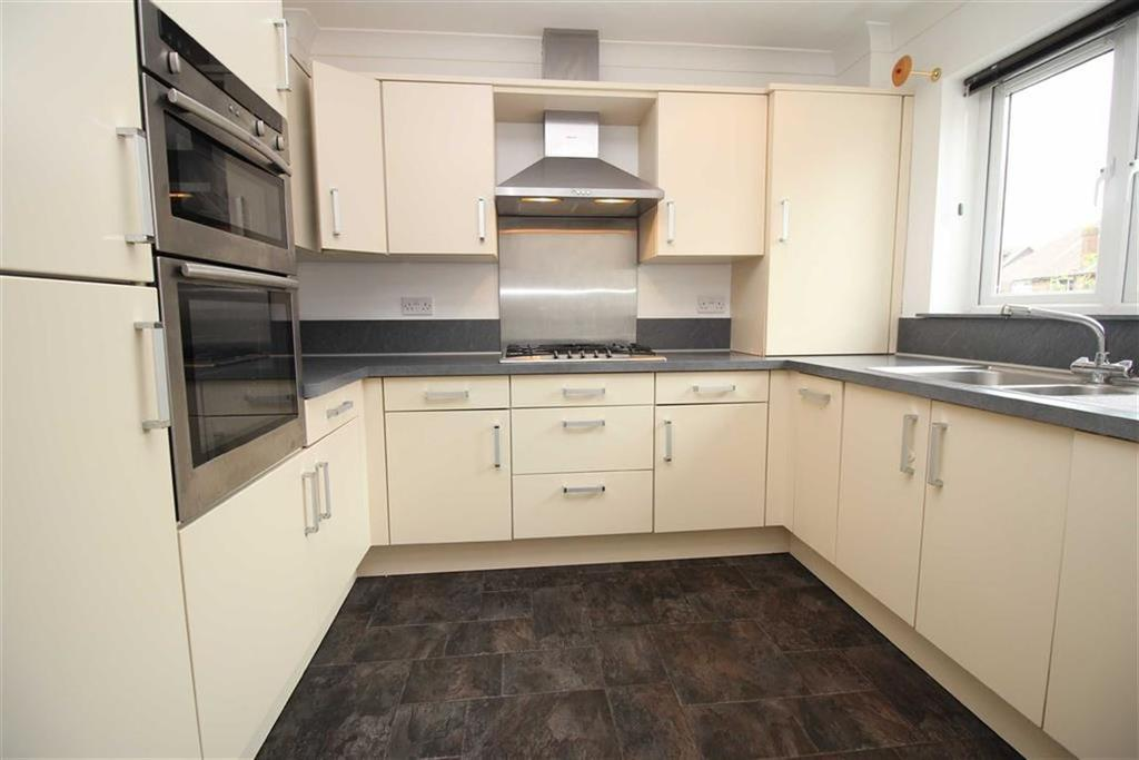 3 Bedrooms Semi Detached House for sale in Goldstone Crescent, Hove