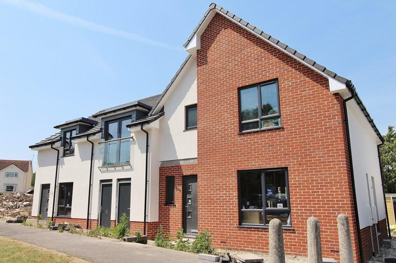 3 Bedrooms Semi Detached House for sale in Tamworth Road, Keynsham, Bristol