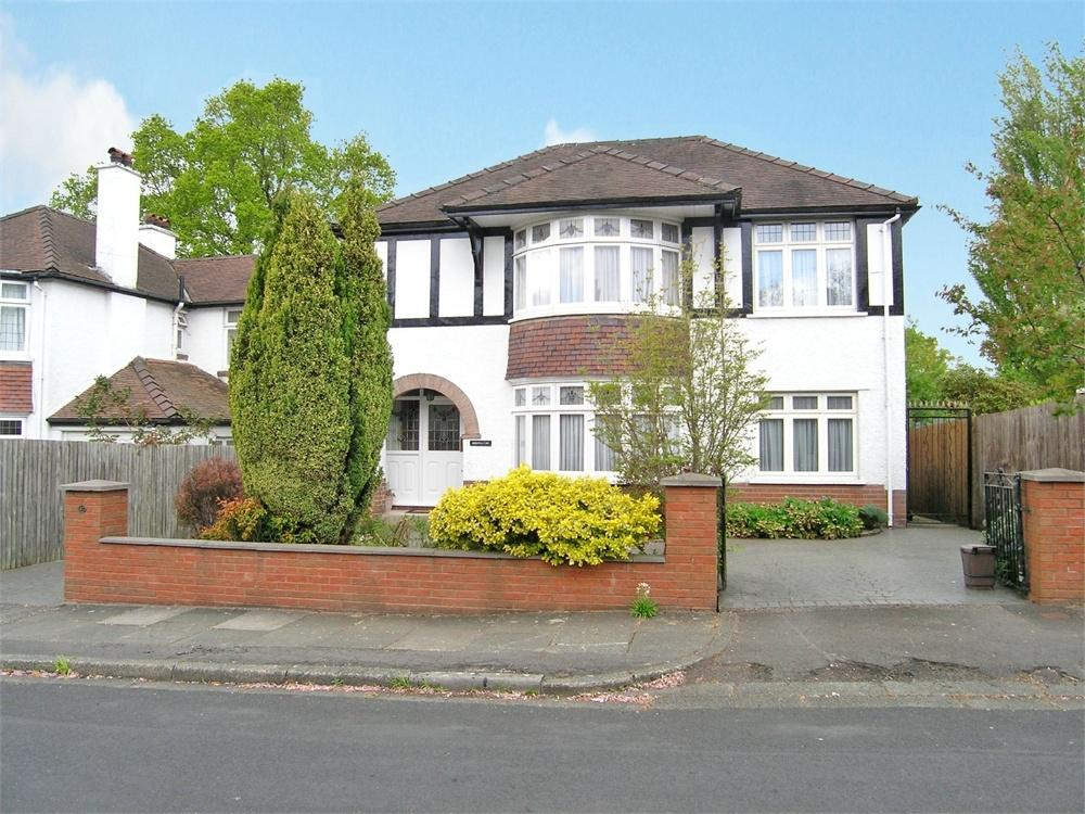 5 Bedrooms Detached House for sale in Llyswen Road, Cyncoed, Cardiff