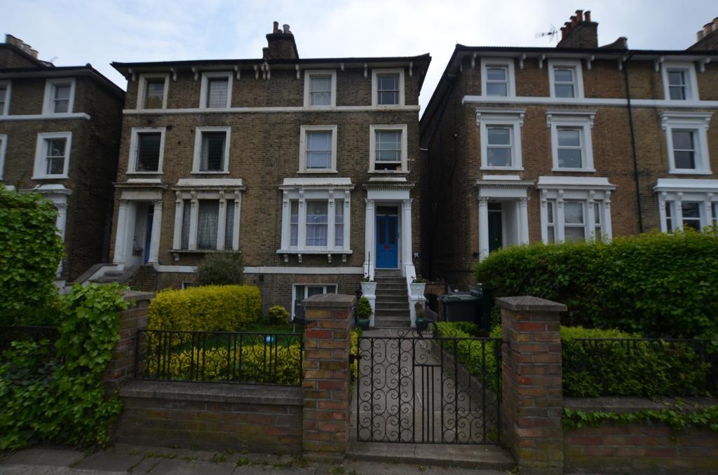 2 Bedrooms Flat for sale in Devonshire Road London SE23