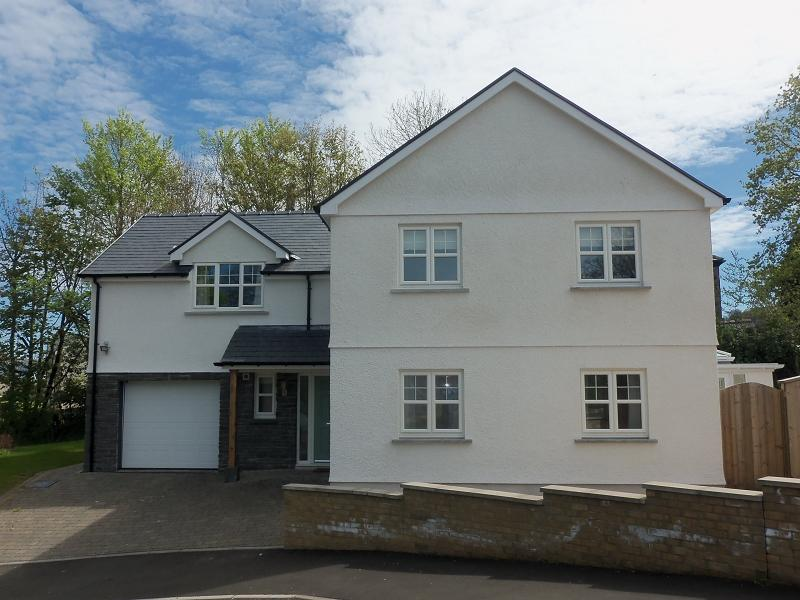 4 Bedrooms Detached House for sale in Maes Y Glyn, Johnstown, Carmarthen.