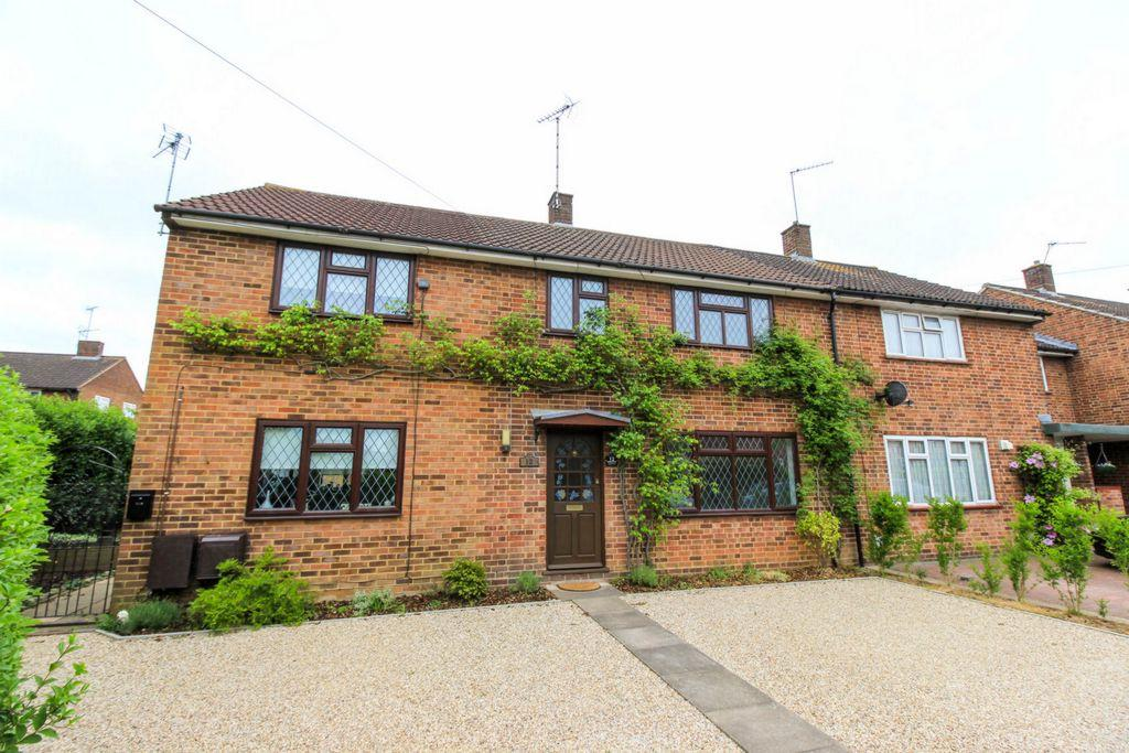 3 Bedrooms Terraced House for sale in Green Croft, Hatfield, AL10