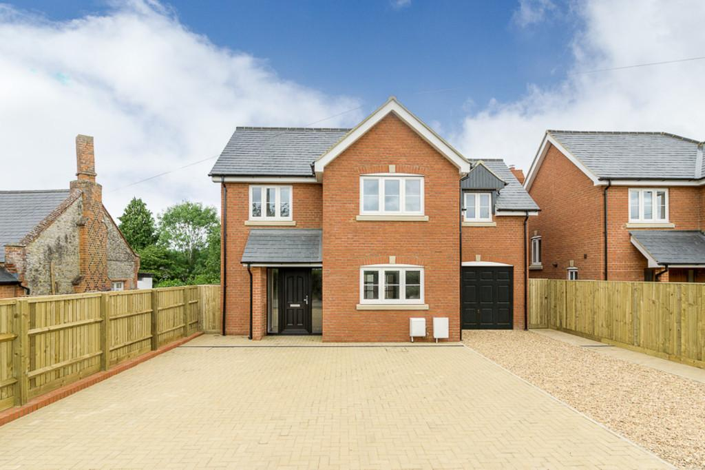 4 Bedrooms Detached House for sale in Church Street, Gawcott