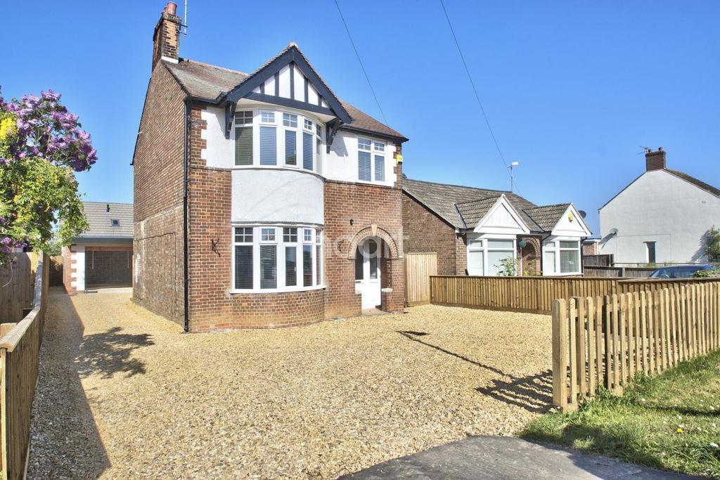 3 Bedrooms Detached House for sale in Peterborough Road, Farcet, Peterborough