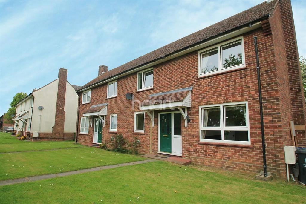 3 Bedrooms Semi Detached House for sale in Thornhill Place, Longstanton