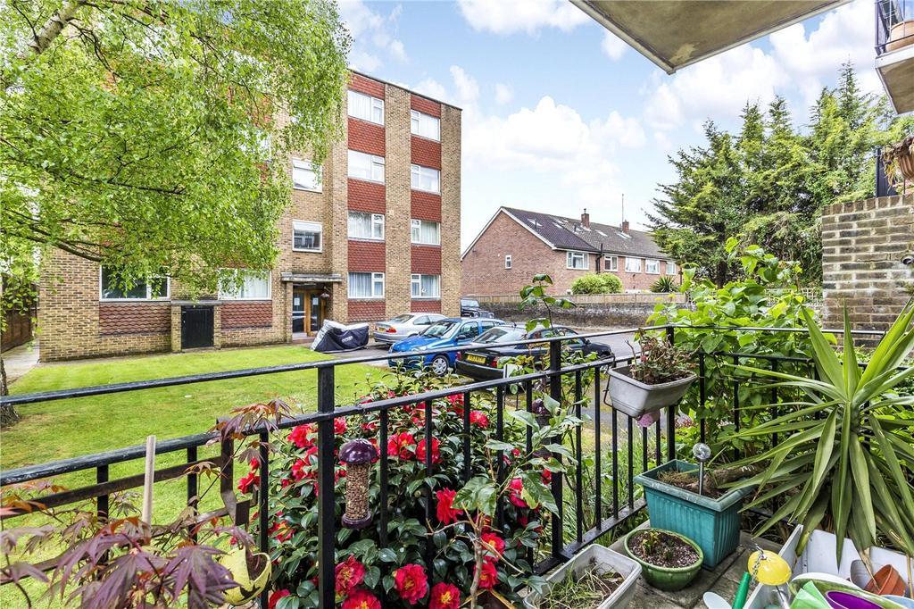 2 Bedrooms Flat for sale in Queens Gate Gardens, London, SW15